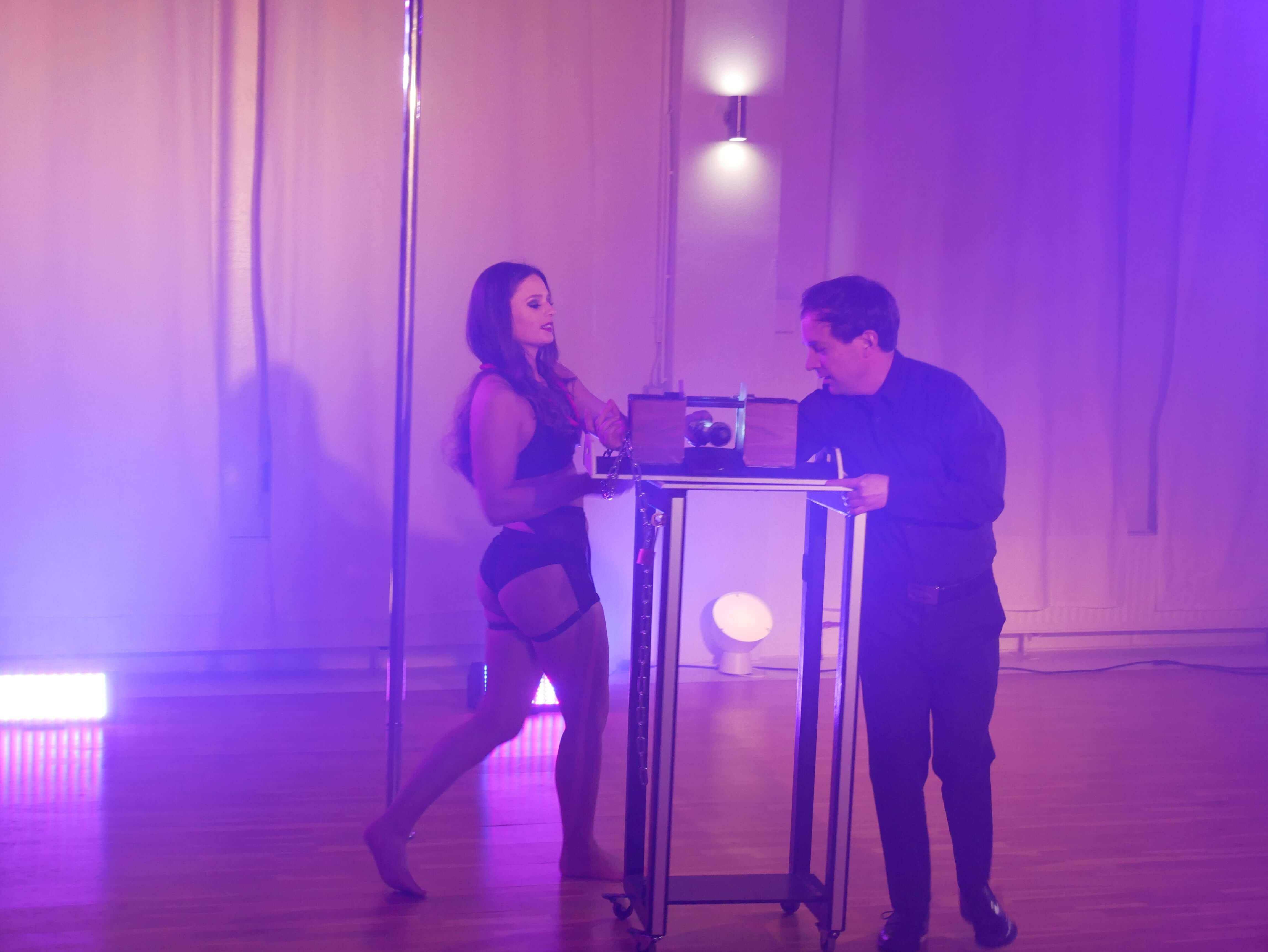 Arm Illusion Pole Dance & Magic Variete Show