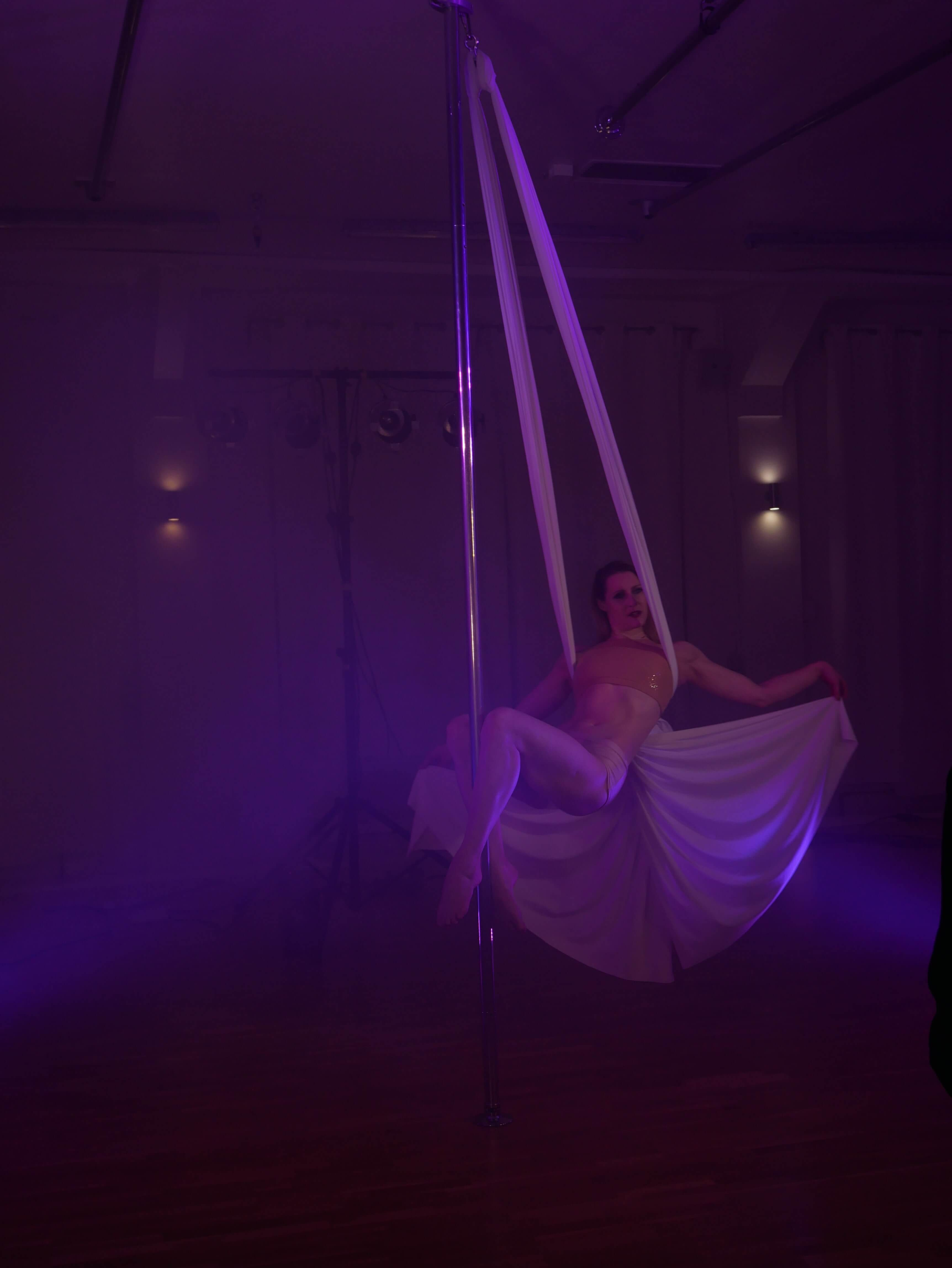 Silk Pole Dance & Magic Variete Show